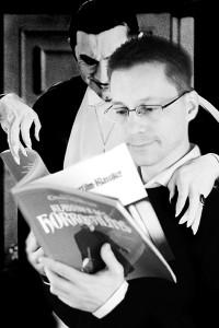 Graf Dracula und ich beim Lesen