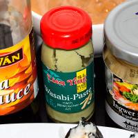 Soja-Sauce, Wasabi und eingelegter Ingwer
